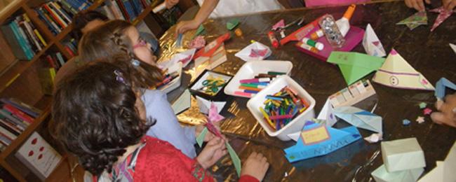 Asturias con niños: Taller de papiroflexia en familia en el MUJA